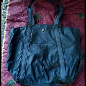 Lululemon forest green tote